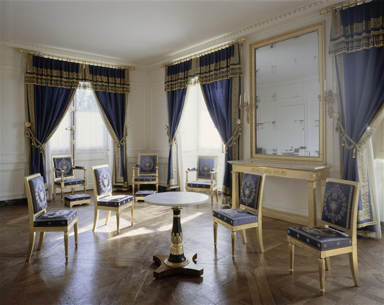 Palais de Compiègne, salon-boudoir d'angle du roi de Rome (état restitué : Premier Empire)